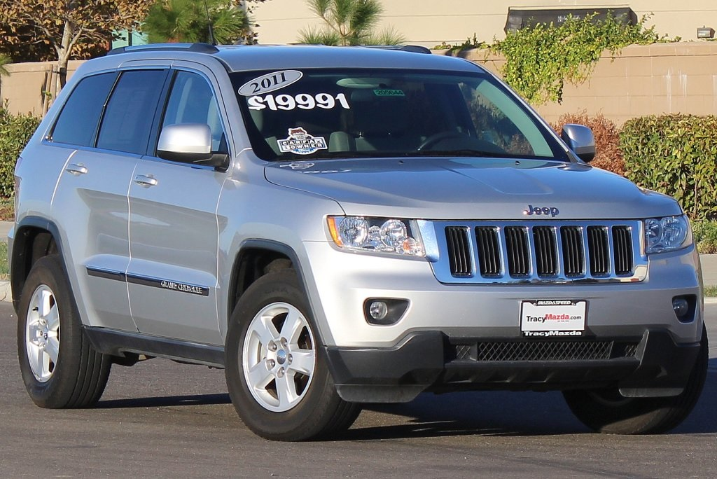 pre owned 2011 jeep grand cherokee laredo 4d sport utility near manteca 205644 tracy mazda. Black Bedroom Furniture Sets. Home Design Ideas
